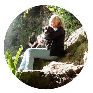 Waldtherapie Dr. Mattina Grauer mit Hund